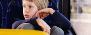 ילד באוטובוס